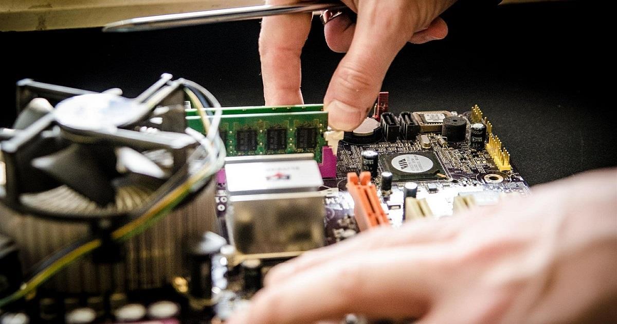 Cosa fare con un vecchio computer rotto?