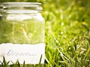 Terrario in un barattolo di vetro