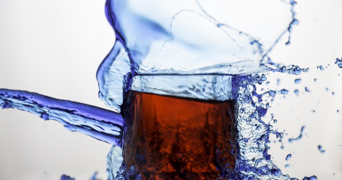 Consumare bevande analcoliche rende più aggressivi?