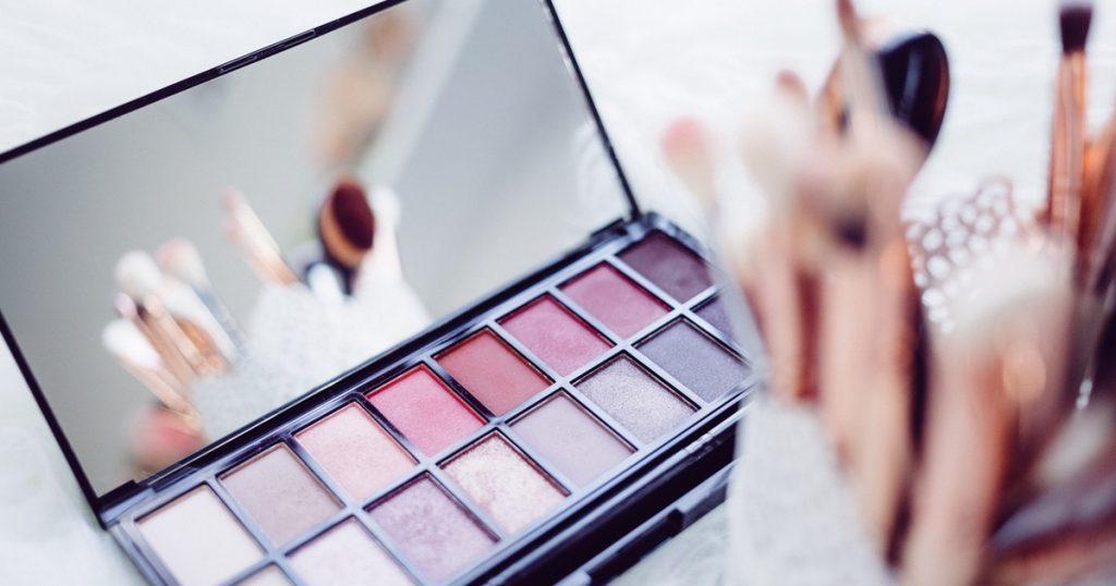 Cosmetici: Altroconsumo mette in guardia dai prodotti ingannevoli
