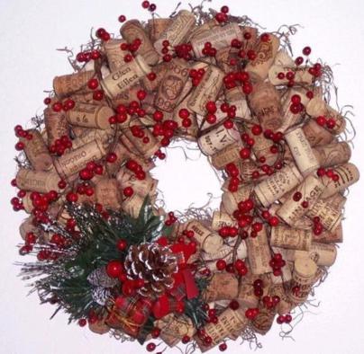 Ghirlande fai da te con materiale riciclato ambiente bio - Corone natalizie da appendere alla porta ...