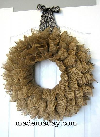 ghirlanda3 Ghirlande natalizie fai da te con materiale riciclato