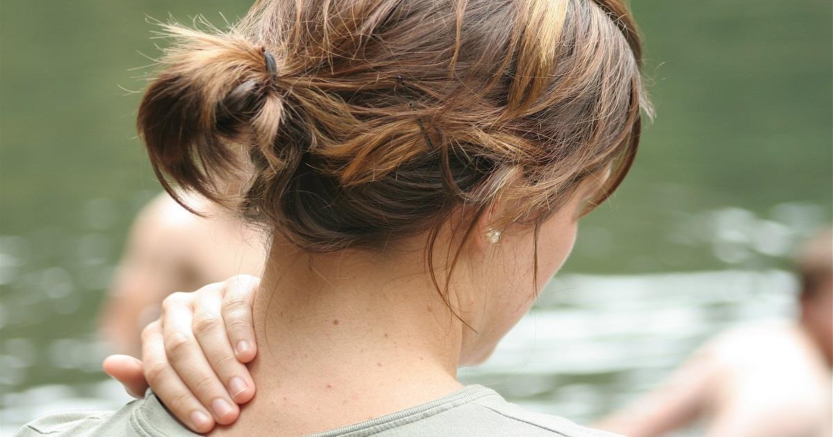 Come attenuare i dolori cervicali con i rimedi naturali