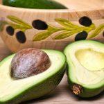 Mezzo avocado per tenere a bada il peso e il senso di fame