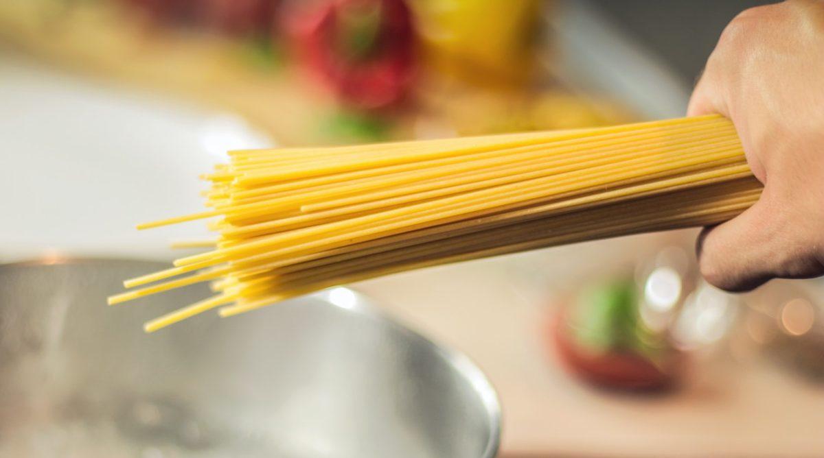 spaghetti butta la pasta