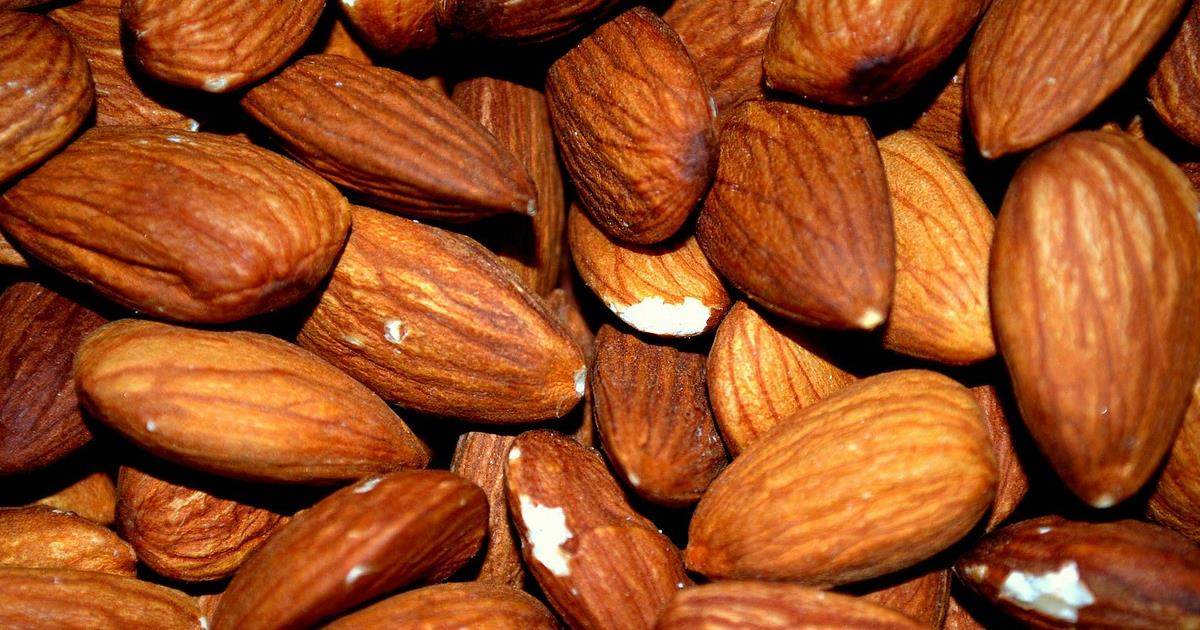 Con mandorle e frutta a guscio fai il pieno di vitamina E