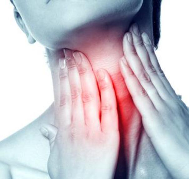 Placche alla gola come intervenire coi rimedi naturali for Mal di gola da reflusso rimedi