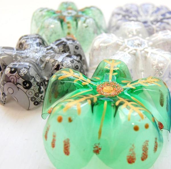 Come realizzare delle decorazioni natalizie con le for Decorazioni da tavolo natalizie