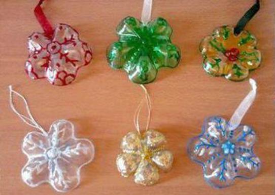 Lavoretti Con Bottiglie Di Plastica Per Natale.Come Realizzare Delle Decorazioni Natalizie Con Le Bottiglie