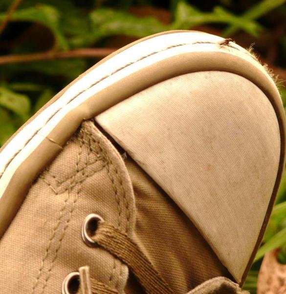 new product bad00 c4f8c Scarpe: 6 rimedi naturali per eliminare i cattivi odori