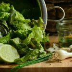 7 verdure che possiamo coltivare in casa a partire dagli scarti (e non solo)