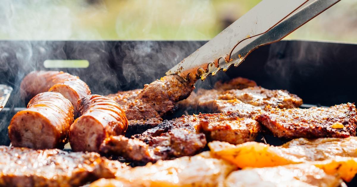 Cibo spazzatura e carne cotta ad alte temperature aumentano il rischio di Alzheimer