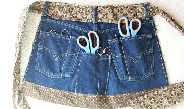 Foto: http://cashstrappedcrafting.blogspot.it/2009/04/jeans-sewing-apron.html
