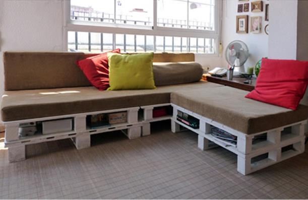 Foto: http://media.scraphacker.com/2011/11/pallet-sofa-after.jpg