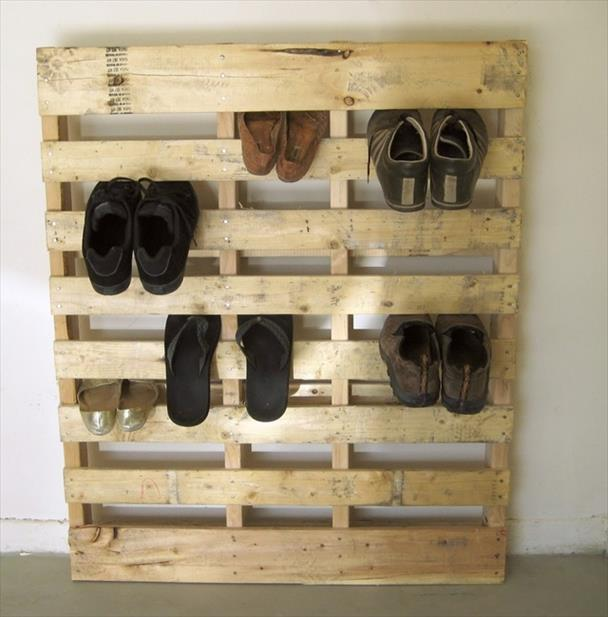 http://palletfurniturediy.com/wp-content/uploads/2013/07/pallet-shoe-rack-7.jpg