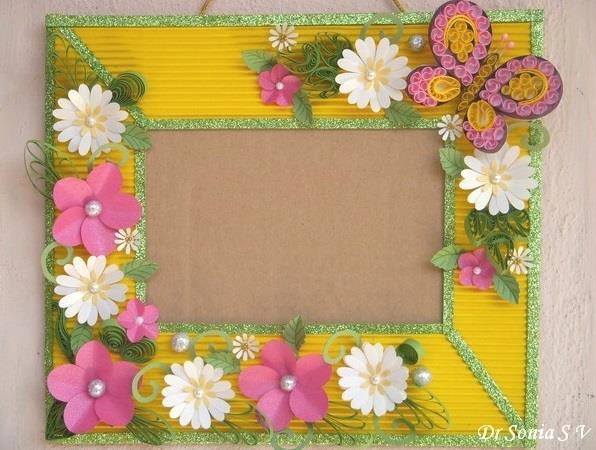 Foto: http://cardsandschoolprojects.blogspot.it/2012/02/paper-flowers-on-handmade-photoframe.html