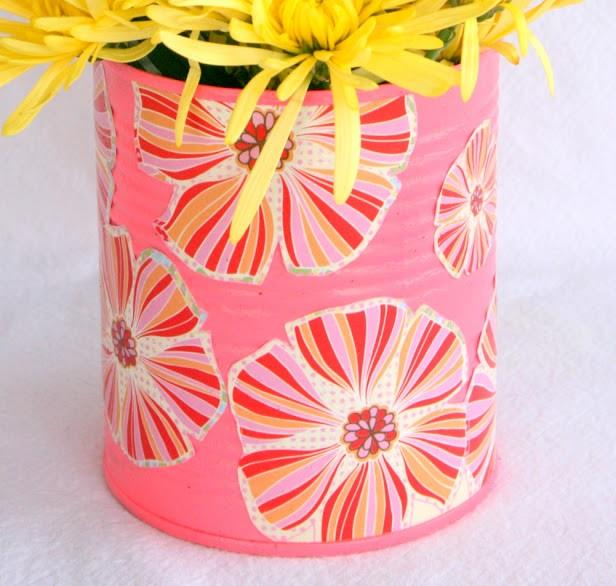 Foto: http://www.echoesoflaughter.ca/2013/04/make-pretty-decoupage-vase-gift-idea.html