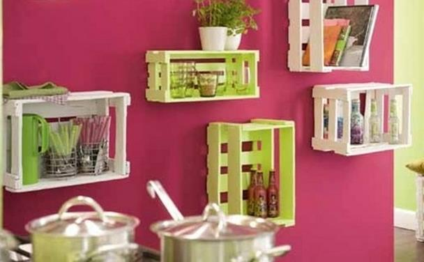 Foto: http://www.upcycled-wonders.com/wp-content/uploads/2014/09/upcycling-wooden-crates-hangling-kitchen-shelves-creative-diy-recycled-ideas-620x330.jpg