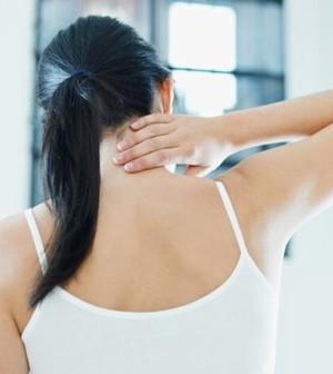 Alcun muscolo su un collo fa male a destra