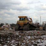 Scoperti rifiuti interrati sotto asilo nido e area giochi bambini