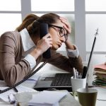 Mal di schiena e stress in ufficio? Ecco come liberarsene e sentirsi alla grande