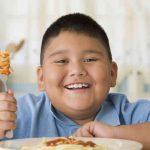 Obesità infantile: le cause e i cibi peggiori per i vostri bambini