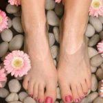Percorso Kneipp: come riproporlo in casa contro gambe gonfie e cellulite