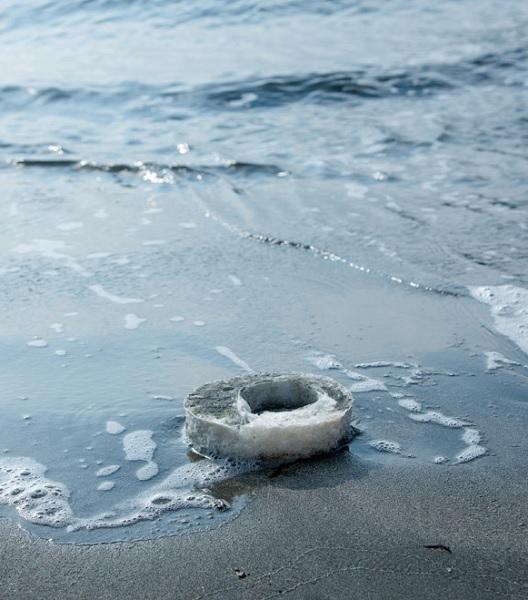 L'agar è la plastica biodegradabile del futuro? Tre designer scommettono di sì