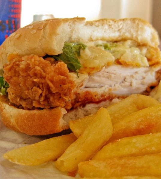 Junk food, sedentarietà, inquinamento: sono queste alcune delle ragioni dell'aumento di neoplasie tra i giovani