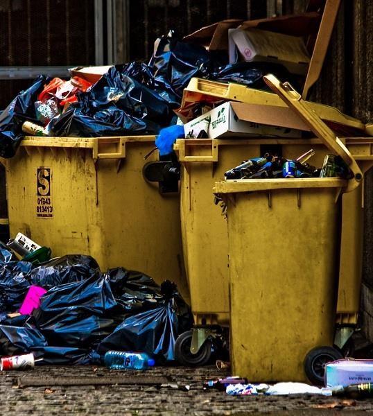 Lo smaltimento dei rifiuti in Italia costa troppo, pur essendo mal gestito e obsoleto