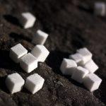 Troppi zuccheri semplici: i rischi per i nostri bambini