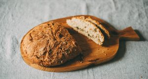 Un delizioso pane vegan al caffè e noce di cocco da accompagnare a tè e tisane