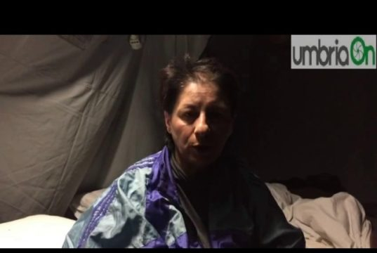 """""""Trattati come le bestie"""": la rabbia delle vittime del terremoto"""