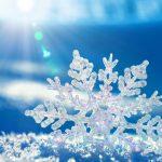 Perché il sale scioglie il ghiaccio nelle strade (e altre soluzioni naturali in caso di gelate)
