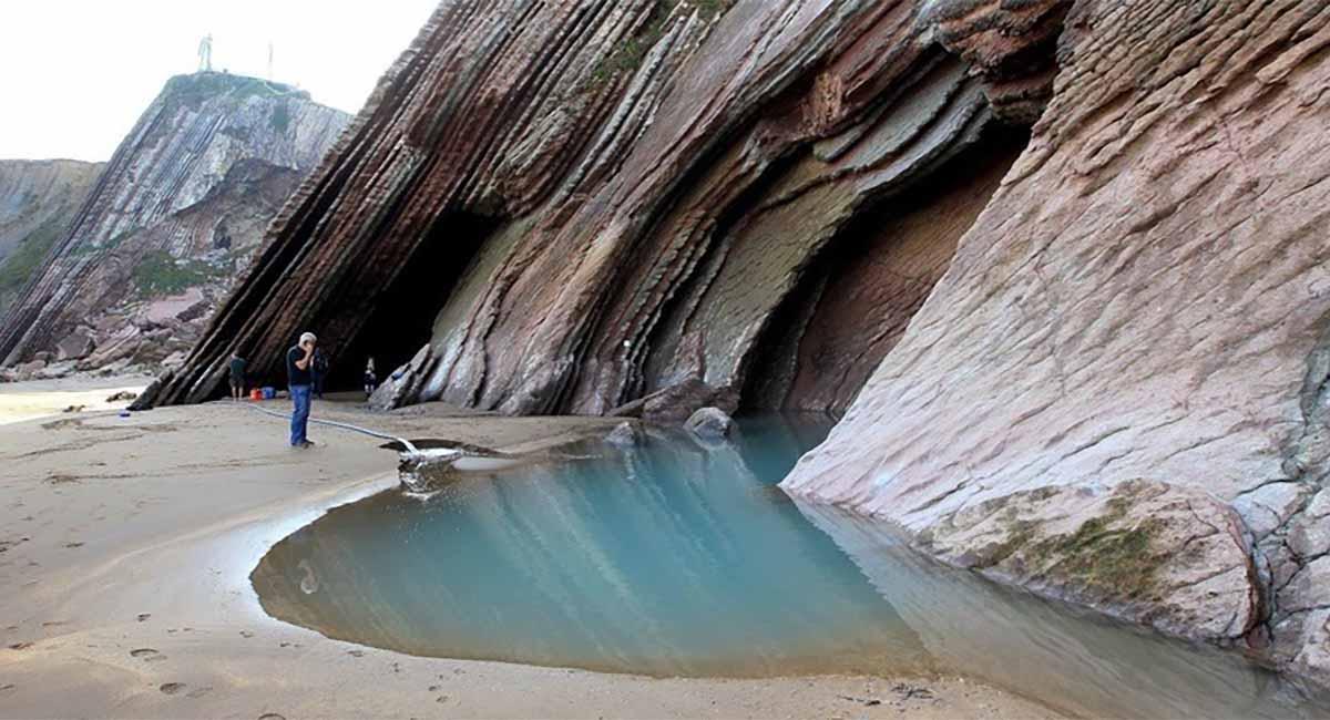 trono di spade spiaggia di roccia del drago