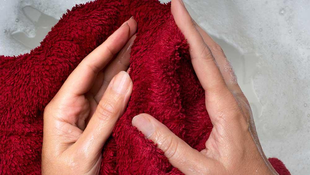 asciugamano umido stirare vestiti