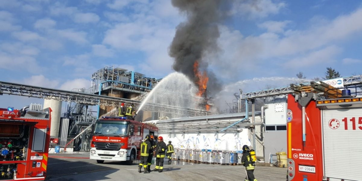 esplosione industria chimica