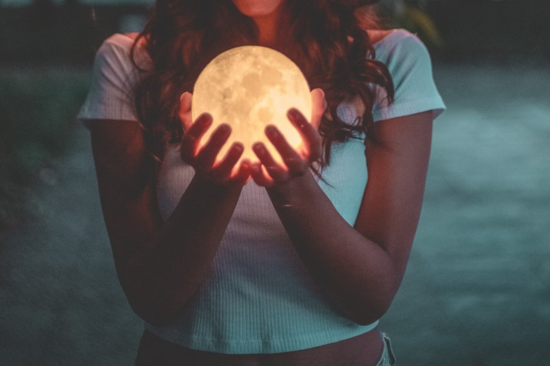 Calendario Lunare Salute E Bellezza.Calendario Lunare Capelli Quando Tagliare O Fare La Piega