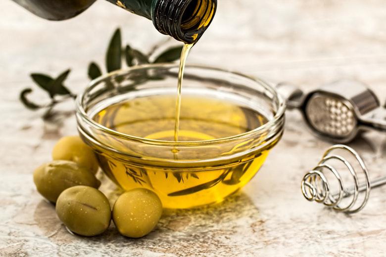 Sequestrate oltre 2 tonnellate di 'olio extra-vergine di oliva 100% italiano'