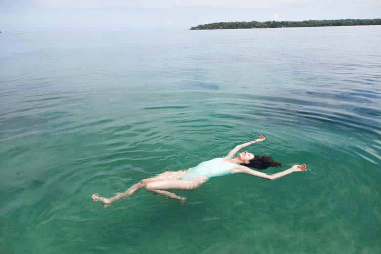 benefici del nuoto anziani salute