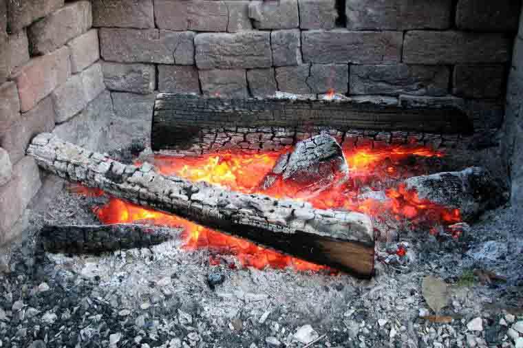 cenere di legna del camino
