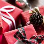 Come fare un fiocco natalizio: tutte le varianti in carta e stoffa