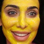 Maschera alla curcuma: 4 ricette per una pelle splendente e senza difetti
